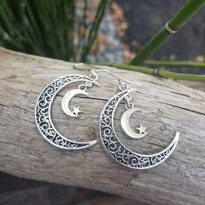 Crescent  Silver Moon Earrings 2/20$